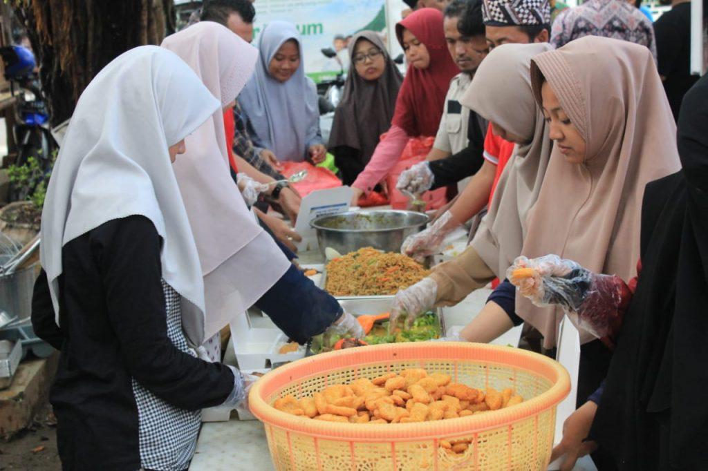 Humanity Food Truck Berikan Layanan Makan Istimewa untuk Jemaah Takziah Gus Sholah