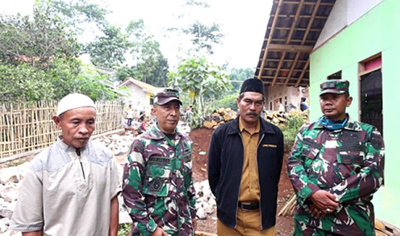 Tentara Manunggal Membangun Desa Percepat Proses Pembangunan di Daerah