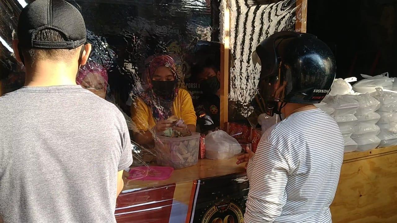 Ajak Masyarat Tidak Berharap Bantuan Gratis, HDCI Bandung Sediakan Paket Makanan Murah